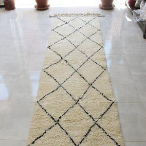 Authentic Black Diamond Beni Ourain Moroccan Runner Rug, Off White Pure Wool Corridor Carpet, Handwoven par Berber Women Artisans of Morocco